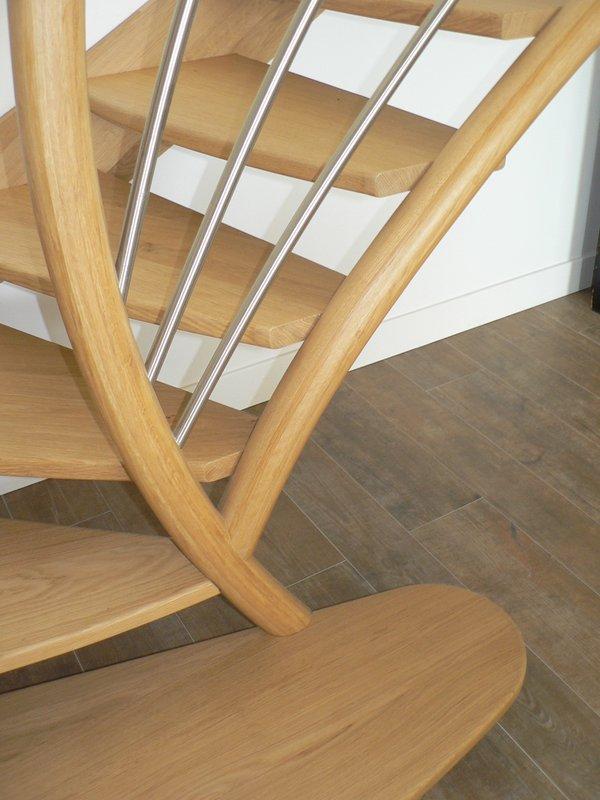 escalier moderne en chêne vernis bassussary